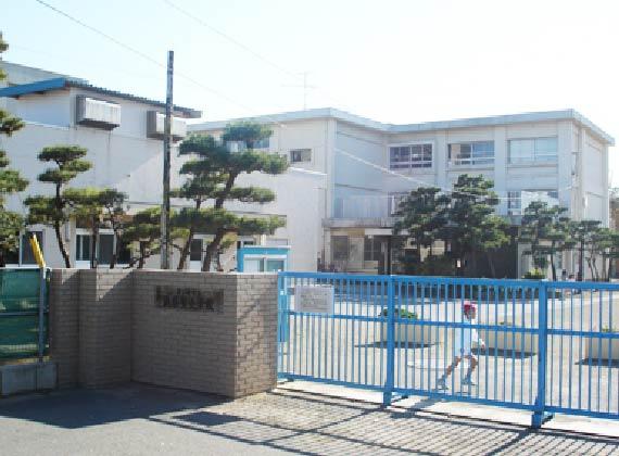 浜須賀小学校 徒歩約10分/約730m