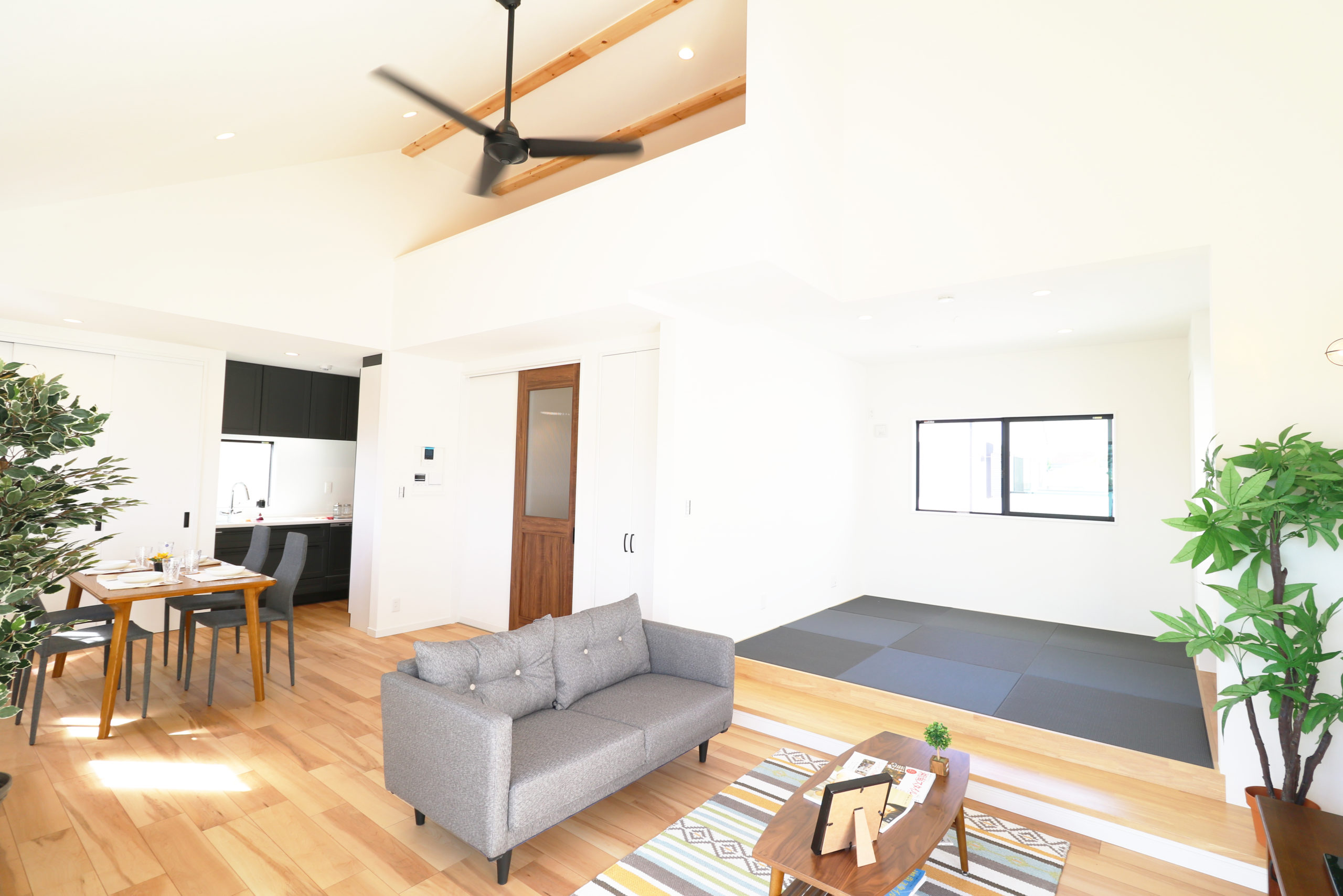 大空間リビング小上り畳スペースがある家