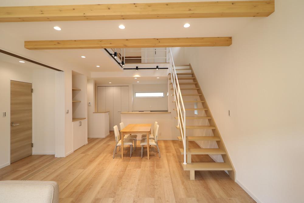 オブジェのような存在感印象的スケルトン階段の家