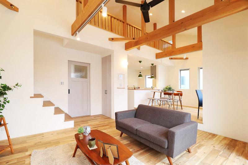 【当社建物施工例】】勾配天井の開放的な2階リビング