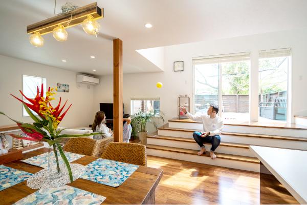 共有スペースが盛りだくさんの家族が楽しく暮らせる住まい